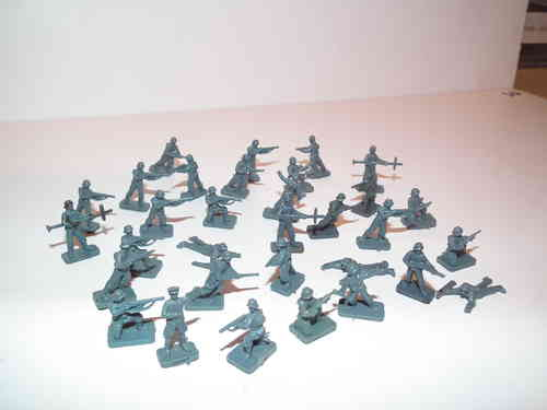 WWII German Infantry  x 32 pieces. 1/76 Scale