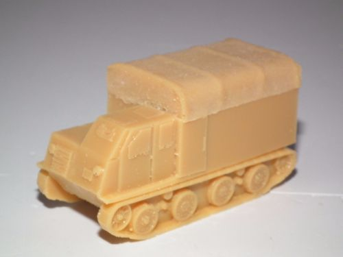 JAPANESE TRACKED ARMOURED PERSONNEL/CARGO CARRIER (HO-KI) RESIN KIT - 20MM - J8